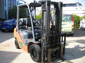 TOYOTA 32-8FG25 DELUXE LPG  with Container Mast - picture9' - Click to enlarge