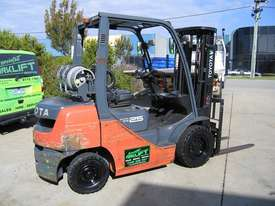 TOYOTA 32-8FG25 DELUXE LPG  with Container Mast - picture10' - Click to enlarge
