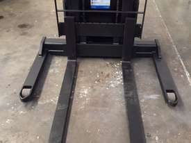 BT FORKLIFTS SWE120S - picture4' - Click to enlarge