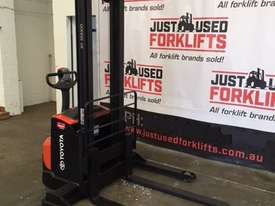 BT FORKLIFTS SWE120S - picture2' - Click to enlarge