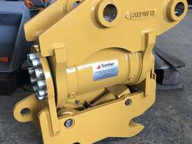 Demo Model CAT 305 Tilt Hitch - picture0' - Click to enlarge