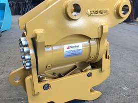 Demo Model CAT 305 Tilt Hitch - picture1' - Click to enlarge