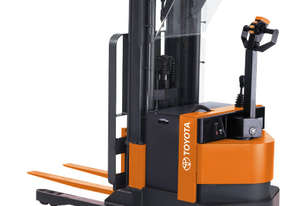 Raymond RSS40 Walkie Straddle Stacker Forklift