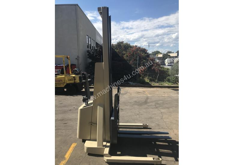 Crown walk behind Stacker - New Batteries - Great refurbished unit with Warranty