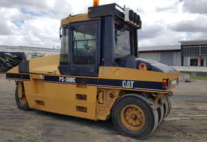 Caterpillar Cat PS-300C Roller