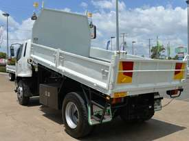 2007 MITSUBISHI FM65F  Tipper   - picture2' - Click to enlarge