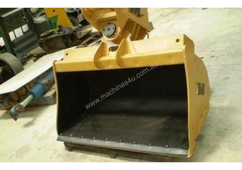 Tilt Bucket, Sorting, Mud, Trenching All Types & Sizes