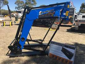 Challenge CL334X-Blue is the ideal front-end loader for your New Holland 50hp to 90hp agricultural  - picture1' - Click to enlarge