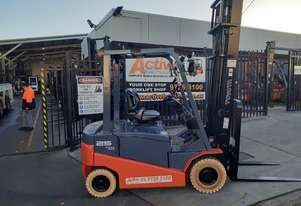 Electric Forklift Toyota 2.5 Ton 4 Wheel 2012 Model 4.5m Lift Height