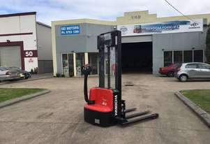 1.2 Ton Electric Stacker Pallet