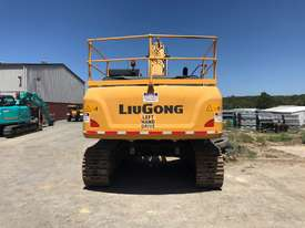 2016 LiuGong 930 Excavator - 30T with only 300 hrs - picture3' - Click to enlarge