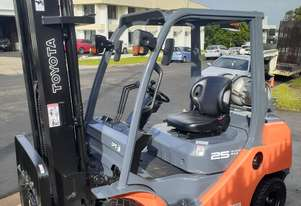 TOYOTA FORKLIFT For Sale 8FG25 2012 MODEL 2.5 Ton 6000mm Lift height Solid Tyres Side Shift