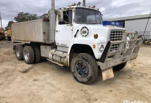 Ford 1976   9000