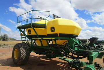 2011 John Deere 1910 Air Drills