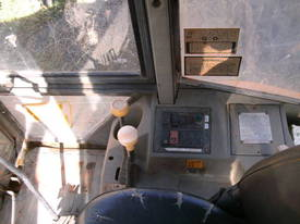 5 ton , 4 wheel steer , enclosed cabin ,  - picture2' - Click to enlarge