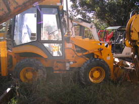 5 ton , 4 wheel steer , enclosed cabin ,  - picture4' - Click to enlarge