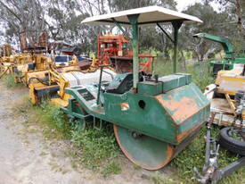 cricket pitch roller , 2cyl diesel , all hyd ,  - picture5' - Click to enlarge