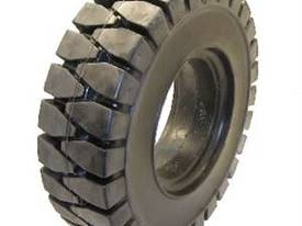 Solid Forklift Tyre 700 x 12 - picture0' - Click to enlarge