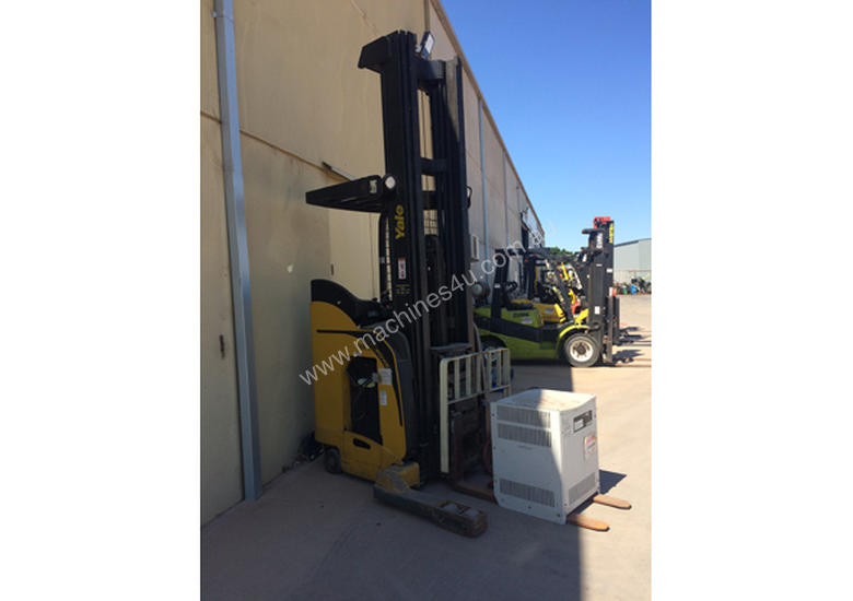 2007 Yale NR035EA 36v Electric Pallet Stacker