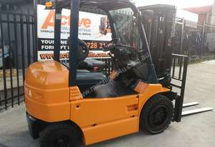 Toyota 4 Wheel Electric Forklift 3 Ton 4.3m Lift Container Entry Good Battery