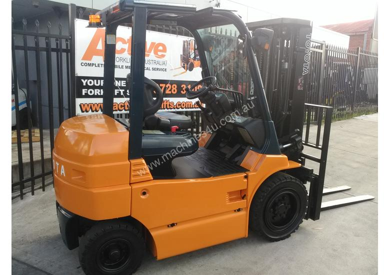 Toyota 4 Wheel Electric Forklift 3 Ton 4 3m Lift Container Entry Good  Battery
