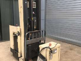 electric forklift - picture3' - Click to enlarge