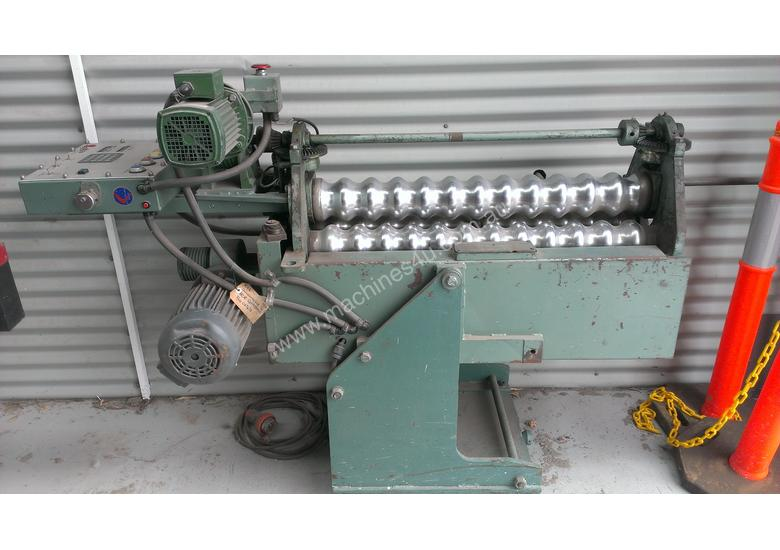 Used Chalmers & Corner Corrugated Iron Bullnose Curving Machine Corrugated Curving Rolls in ...