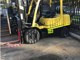 2.5 tonne forklifts for hire - picture0' - Click to enlarge