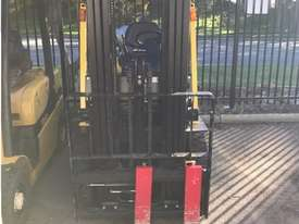 2.5 tonne forklifts for hire - picture1' - Click to enlarge