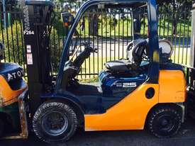 2.5 tonne forklifts for hire - picture2' - Click to enlarge