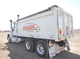 INTERNATIONAL 9900 Tipper Truck (T/A) - picture2' - Click to enlarge