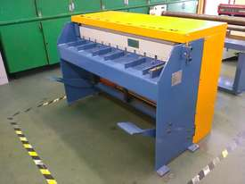 Just In - Education Model 1270mm x 1.6mm Foor Operated Guillotine - picture0' - Click to enlarge