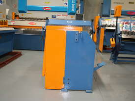 Just In - Education Model 1270mm x 1.6mm Foor Operated Guillotine - picture6' - Click to enlarge