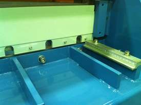Just In - Education Model 1270mm x 1.6mm Foor Operated Guillotine - picture7' - Click to enlarge