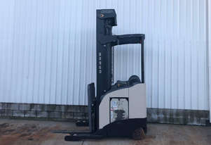 Crown RR5200 Reach Forklift Forklift