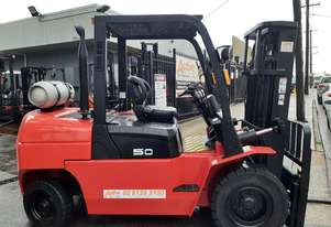 5 Ton Container mast Forklift Powerlift 12 model under 2000 hours only