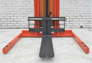 Semi-electric walkie stacker capacity 1500kg max lift height 3500mm straddle leg
