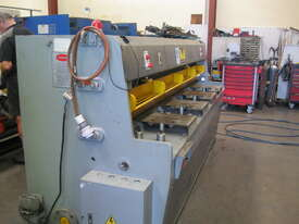 Metalmaster 2500mm x 4mm Hydraulic Guillotine - picture0' - Click to enlarge