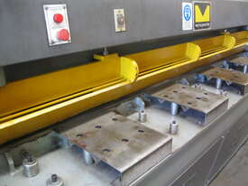 Metalmaster 2500mm x 4mm Hydraulic Guillotine - picture1' - Click to enlarge