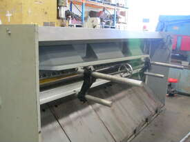 Metalmaster 2500mm x 4mm Hydraulic Guillotine - picture2' - Click to enlarge
