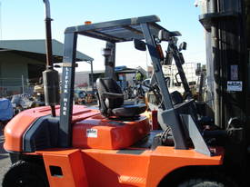 FORKLIFT TCM TOYOTA CROWN FD80Z8 HIRE OR BUY - picture4' - Click to enlarge