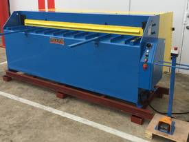 STEELMASTER 2500MM X PANBRAKE GUILLOTINE COMBO - picture18' - Click to enlarge