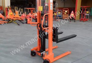 Manual Narrow Pallet Stacker 1.5 Ton 1.6m