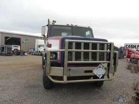 International S2600 Primemover Truck - picture1' - Click to enlarge