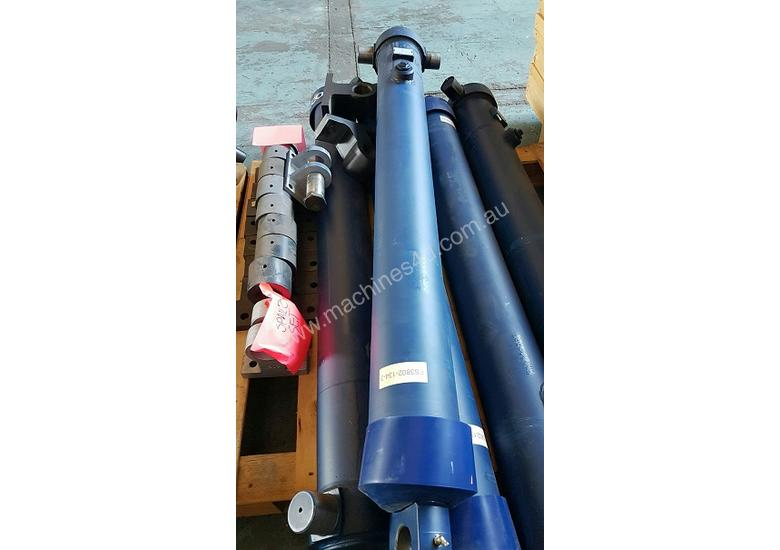 Well Mount Tipping Hoist FS3-135-3802