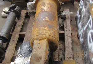 Caterpillar Cat R2900G tilt cylinder