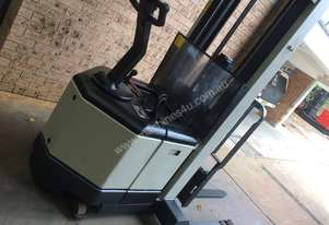 Crown   WALKIE REACH STACKER