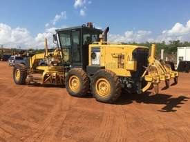Komatsu GD555-3A Grader - picture2' - Click to enlarge