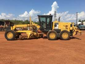Komatsu GD555-3A Grader - picture5' - Click to enlarge