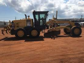 Komatsu GD555-3A Grader - picture7' - Click to enlarge